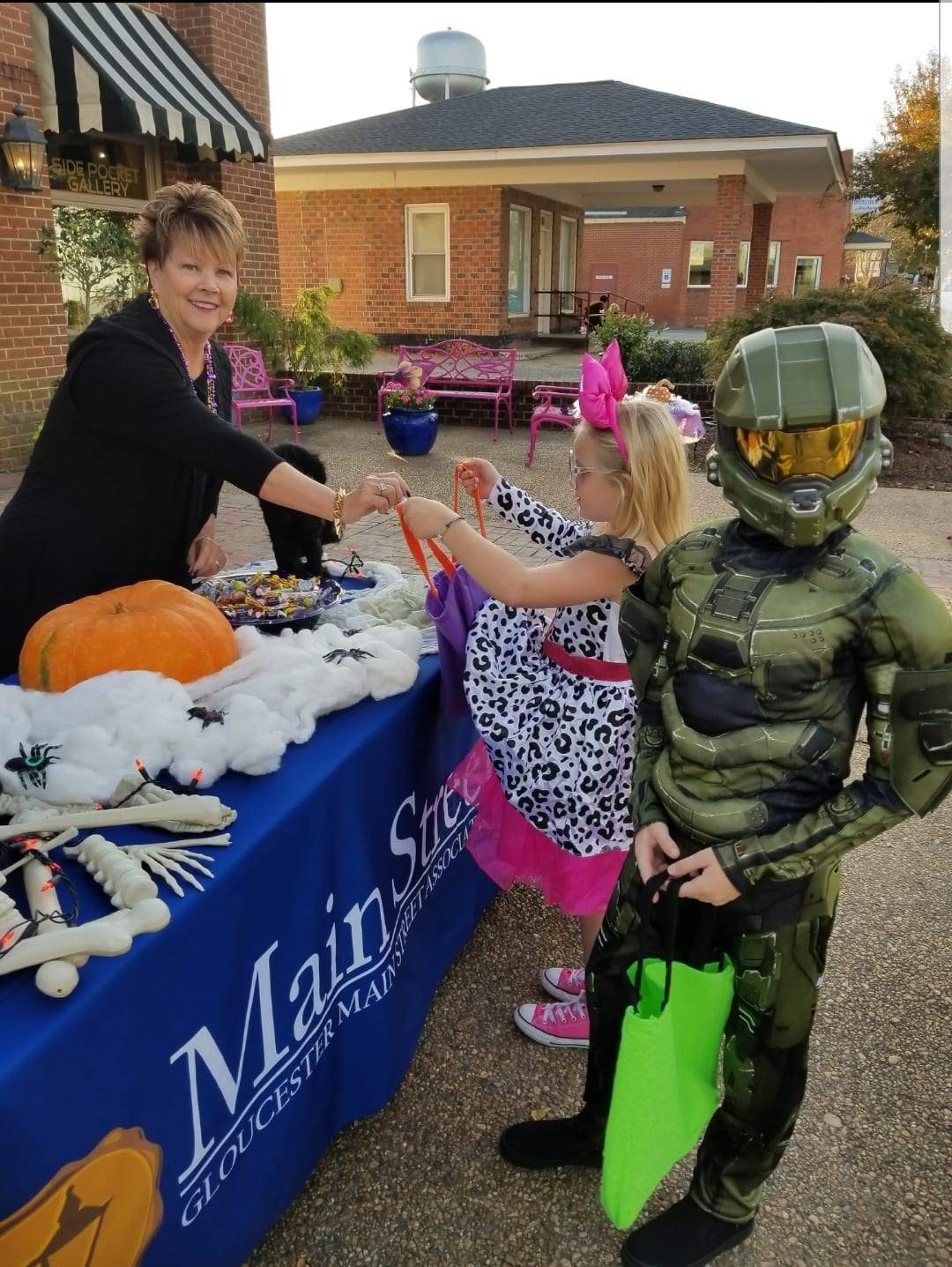 trick or treaters at the GMSA table
